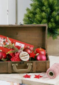Deko Koffer, Weihnachtlich mit Kugeln